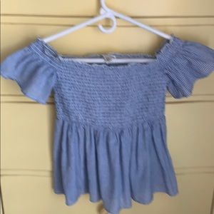 3/$10 American Eagle on or off the shoulders top
